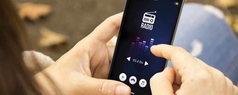 How to Unlock the FM Radio Hidden on Your Smartphone