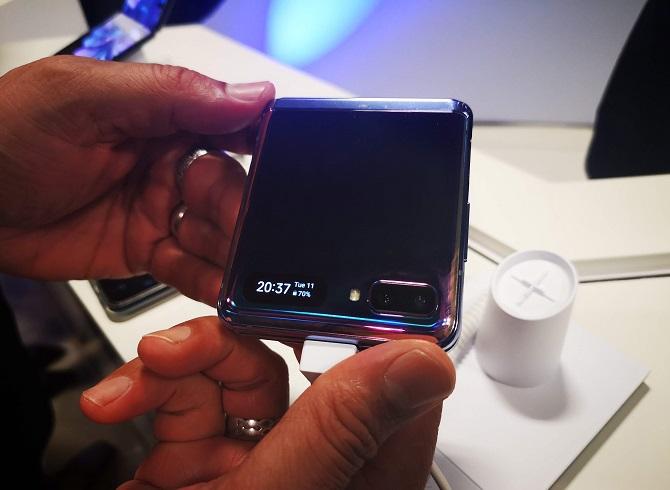 galaxia z flip smartphone plegado