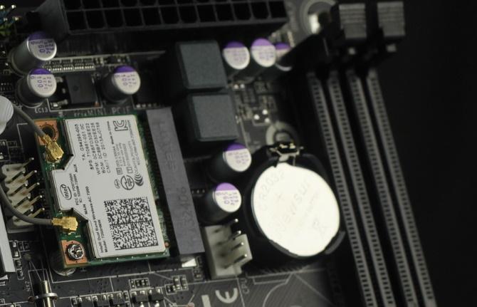 Una típica batería de placa madre CR2032