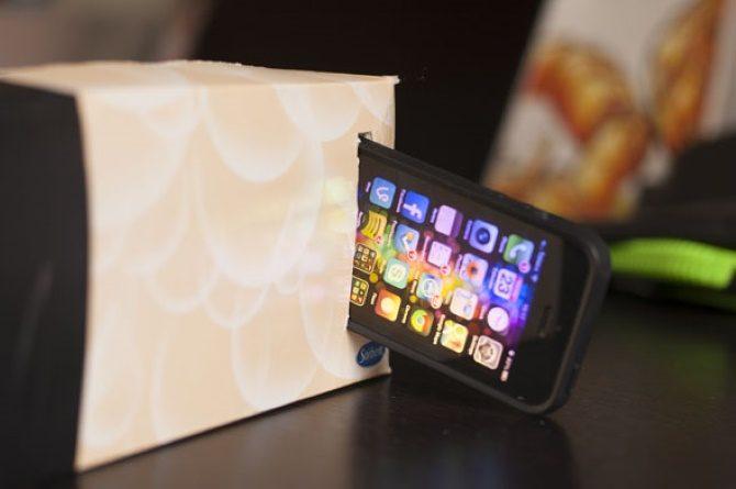 Monta tu teléfono en el proyector de tu smartphone