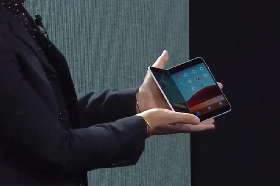 Microsoft tiene el Surface Duo a la venta por 200 dólares de descuento - Microsoft enciende la controversia del Surface Duo después del anuncio de la semana pasada