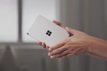 El anuncio de televisión de Surface Duo explica los grupos de aplicaciones para el teléfono con pantalla dual