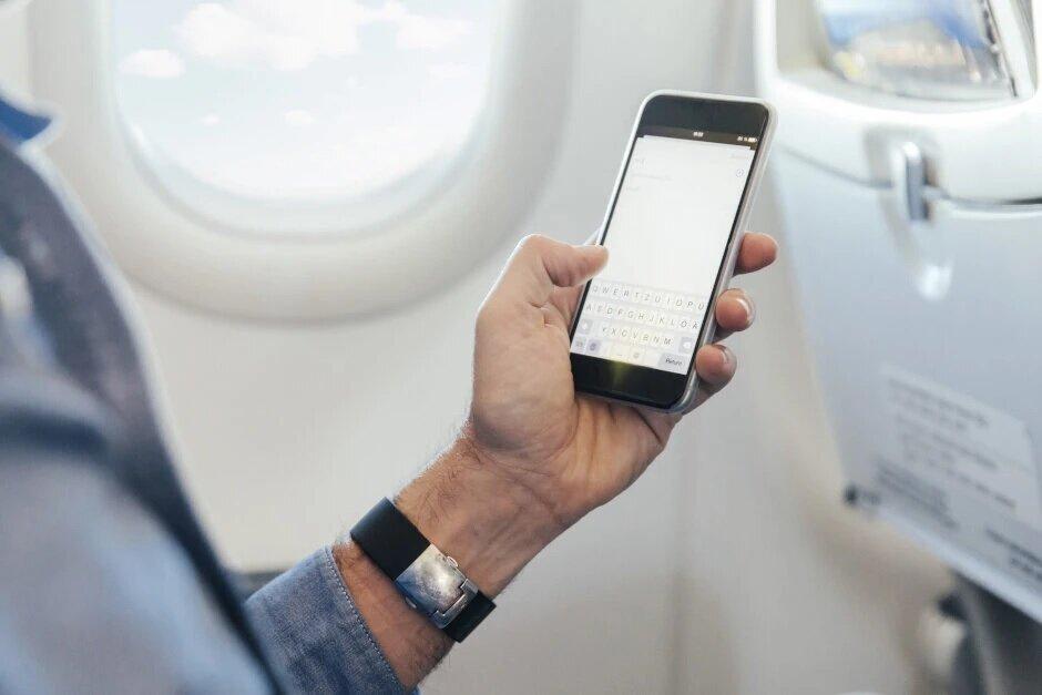 La FCC rechaza la propuesta para permitir llamadas celulares en aviones a 10,000 pies de altura y más - FCC rechaza la propuesta que permitiría llamadas celulares en vuelo