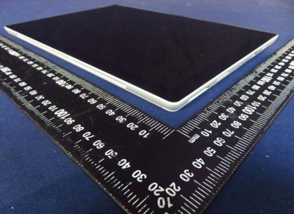 Una foto posiblemente tomada de la documentación de la FCC supuestamente revela la Surface Pro 8 - La foto presuntamente muestra la próxima tableta premium de Microsoft
