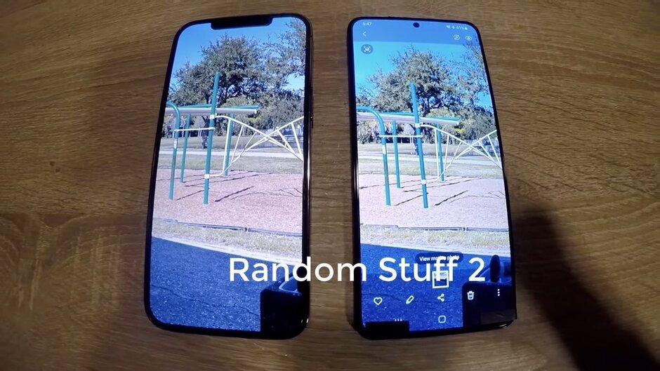 Samsung Galaxy S21 + vs iPhone 12 Pro Max - Comparación de pantalla y bisel - El Galaxy S21 + 5G inédito se compara con el iPhone 12 Pro Max en el video filtrado