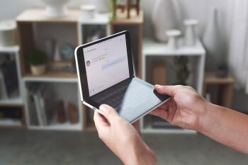 Surface Duo va por el oro en un nuevo anuncio de televisión