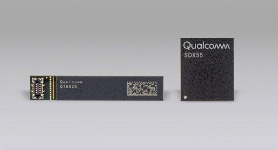 A la izquierda, la antena mmWave de Qualcomm ya la derecha el chip de módem X55 5G de Qualcomm. Los datos de Qualcomm sugieren que Apple podría producir 176 millones de unidades de iPhone 5G este año