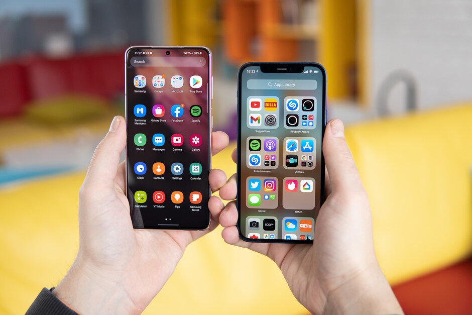 Samsung Galaxy S21 frente a Apple iPhone 12
