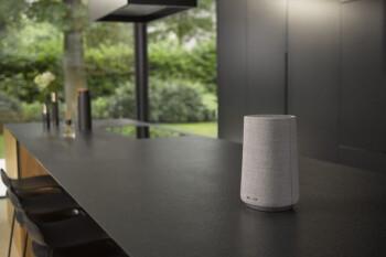 Obtenga un altavoz de voz de Google Harman Kardon por $ 99.99 ($ 250 de descuento) en BestBuy