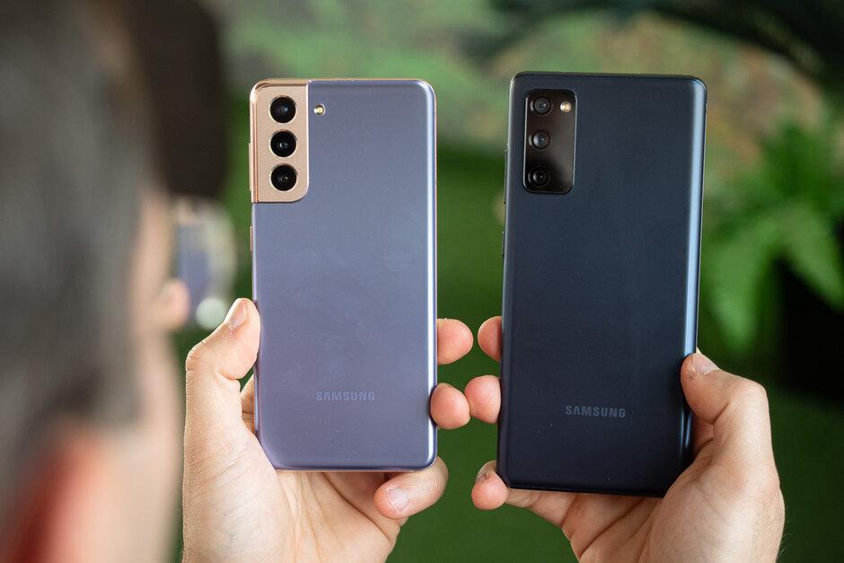 Galaxy S21 izquierda, Galaxy S20 FE derecha - Samsung Galaxy S21 vs Galaxy S20 FE