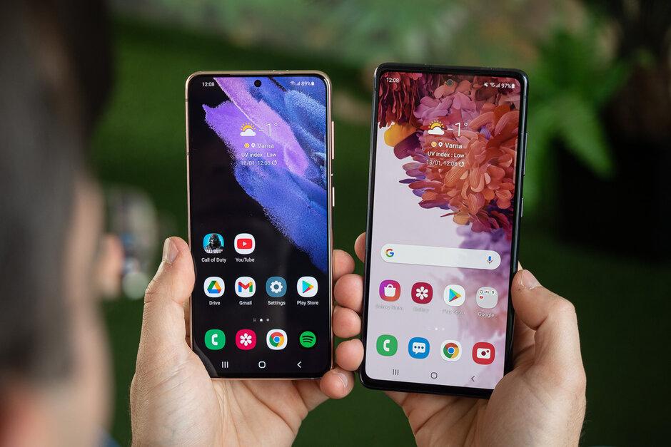 Galaxy S21 a la izquierda, Galaxy S20 FE a la derecha - Samsung Galaxy S21 vs Galaxy S20 FE