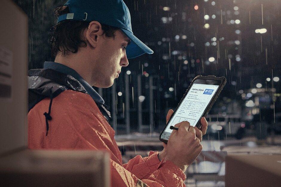 Samsung-Galaxy-Tab-Active3-rain.jpg