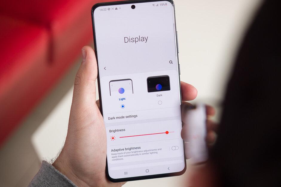 Samsung suministró por primera vez su panel LPTO OLED para el modelo Samsung Galaxy S20 Ultra del año pasado. Se dice que los paneles LPTO OLED de Samsung proporcionan una frecuencia de actualización variable en los modelos