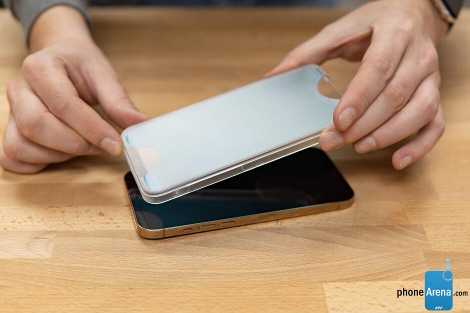 ¿Cómo encontrar el mejor protector de pantalla?  Consejos con los protectores de vidrio amFilm para iPhone 12