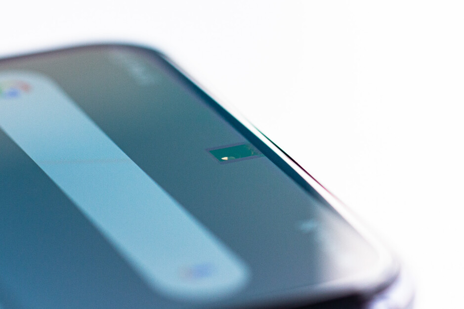 Una mirada de cerca a la primera cámara de teléfono debajo de la pantalla del mundo