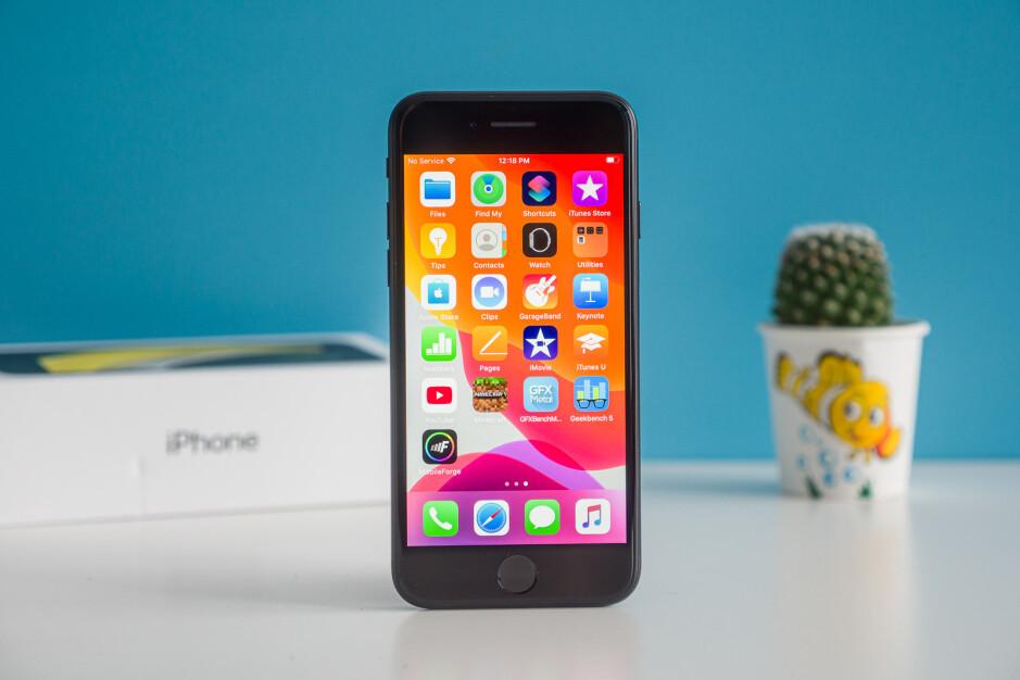 El iPhone SE 2020: Apple se deshará de la muesca por el agujero perforado y lanzará el iPhone SE 5G en 2022