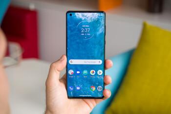 El Motorola Edge + 5G llega varios meses tarde a la fiesta de Android 11