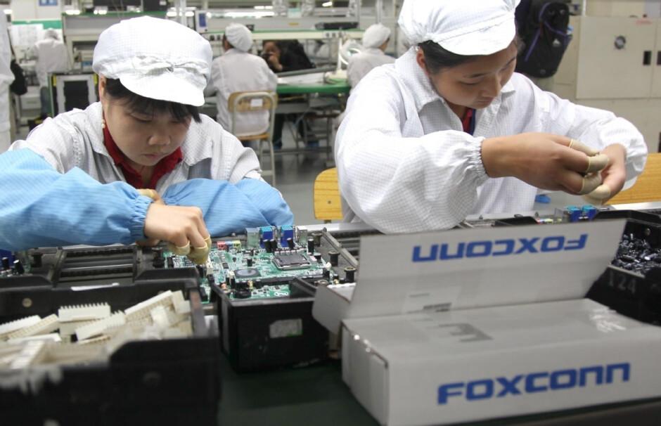 El fabricante contratado Foxconn sufre escasez de material y chips; el fabricante de iPhone de Apple dice que sufre escasez de materiales y chips