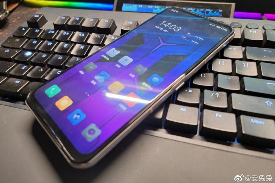 El próximo teléfono para juegos de Lenovo se filtra en imágenes prácticas
