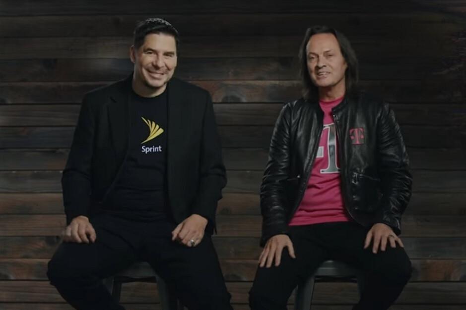 Marcelo Claure (izquierda) y John Legere (derecha) anuncian la compra de Sprint por parte de T-Mobile en 2018 - T-Mobile pagó a John Legere 137 millones de dólares durante sus últimos tres meses como director ejecutivo