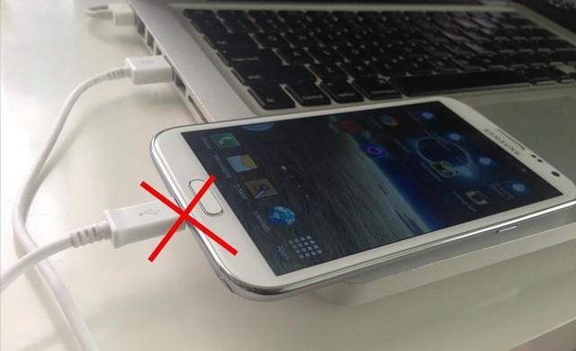 Nunca cargue su teléfono inteligente desde una PC